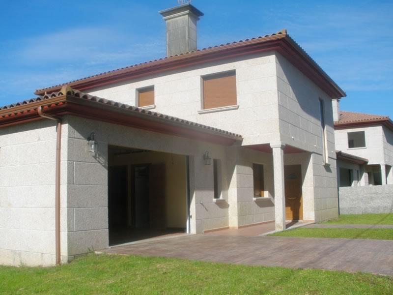 Construcción de vivienda unifamiliar con garaje adosado